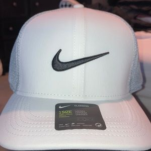 Nike golf hat NEVER WORN